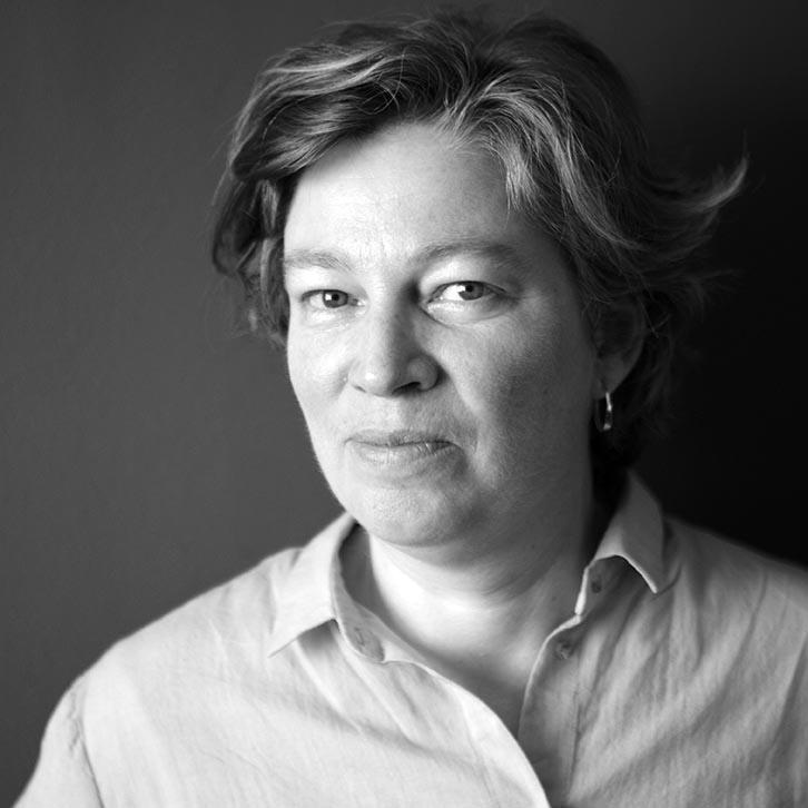 Suzy Gillett (Marea Britanie / UK) – președinta juriului